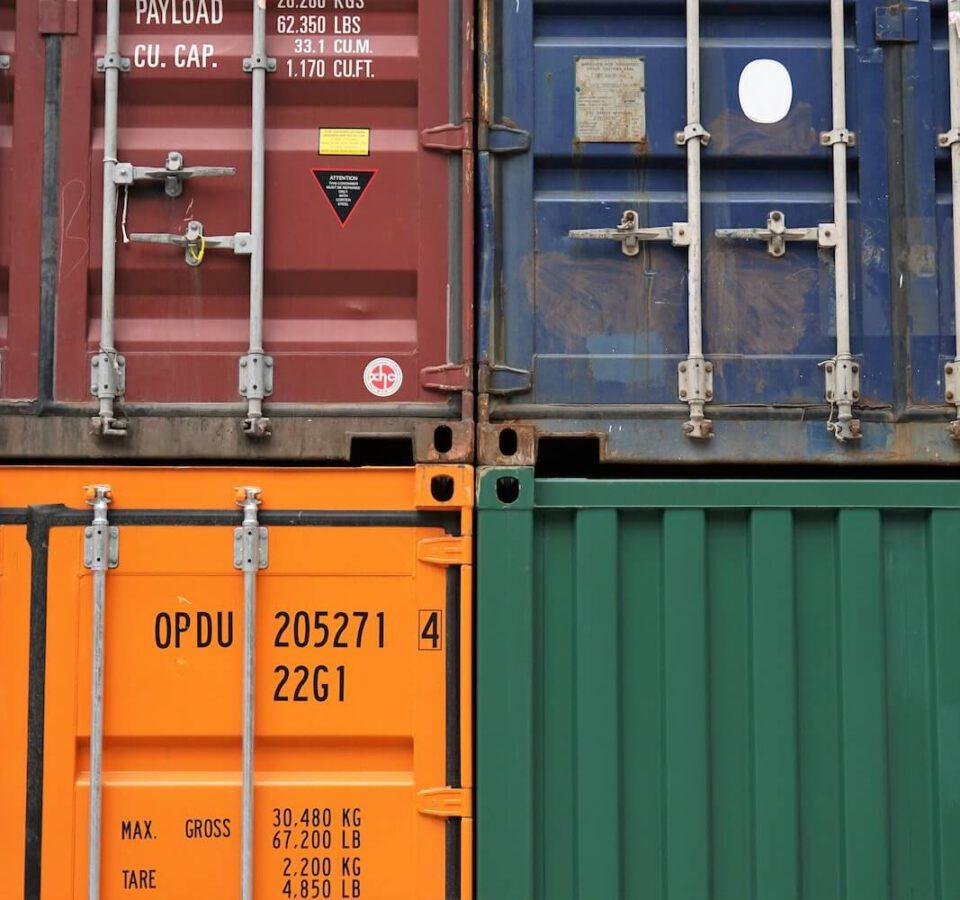 Jak połączyć kontenery morskie?